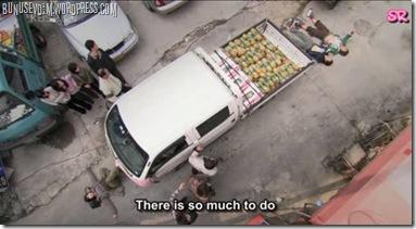 arabanın iki yanına yatma protestosu